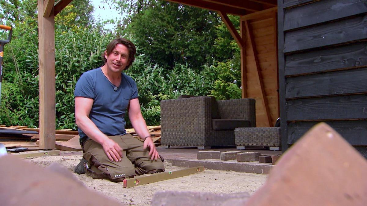 Zelf doen: bestrating van bakstenen aanleggen in je tuin