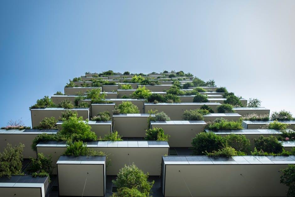 balkon met planten milaan