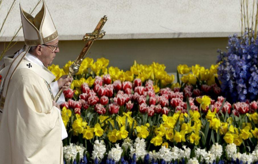 Bloemen voor de paus gezegend naar Rome